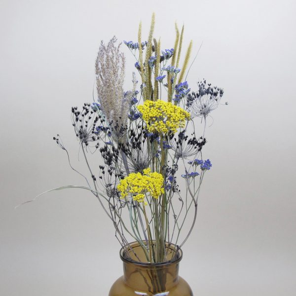 primary simple dried flower bouquet